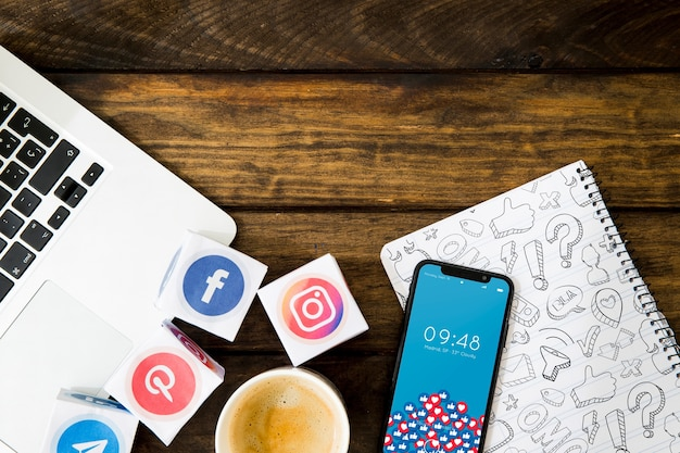 Mockup de smartphone con concepto de redes sociales | Archivo ...