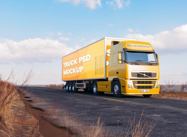 Mockup voor lang voertuig aan kant van de weg Premium Psd