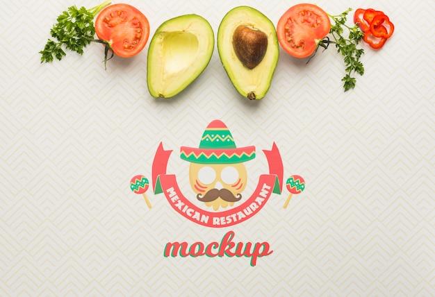 Mockup voor mexicaans restaurant met avocado en tomaat Gratis Psd