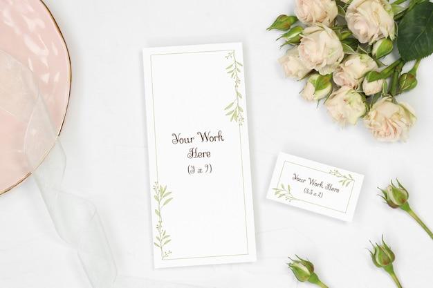 Model bruiloft menu en naam kaart op witte achtergrond Premium Psd