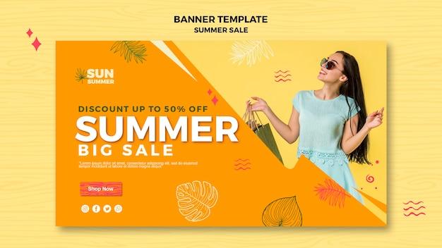 Model meisje zomer verkoop sjabloon voor spandoek Gratis Psd