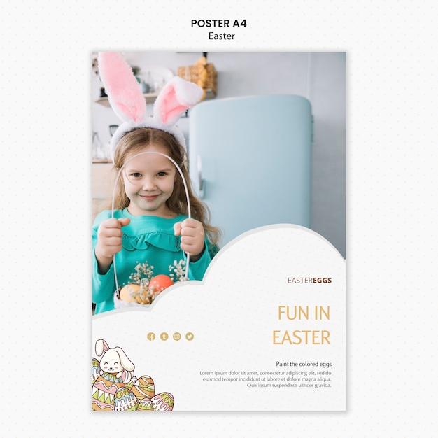 Modello del manifesto di pasqua con il bambino che indossa le orecchie del coniglietto Psd Gratuite