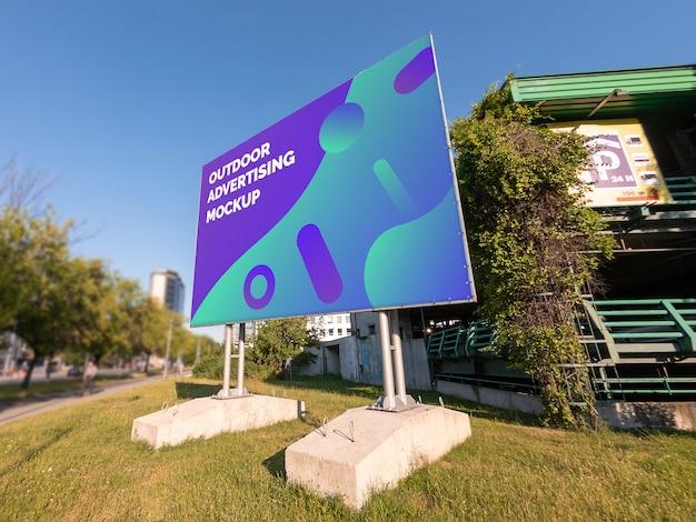 Modello del tabellone per le affissioni orizzontale di pubblicità all'aperto della città della via nella struttura del metallo Psd Premium