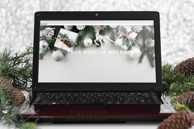 Modello di computer portatile con il concetto di natale Psd Gratuite