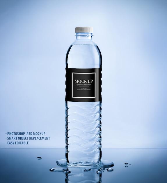 Modello di plastica mockup bottiglia di acqua pura Psd Premium