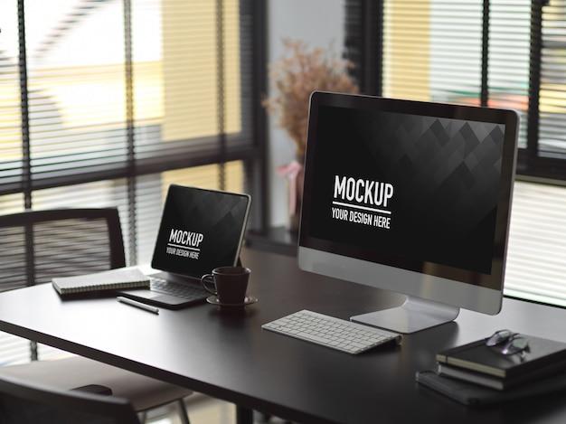 Modern interieur kantoorontwerp met computer en laptop mockup Premium Psd
