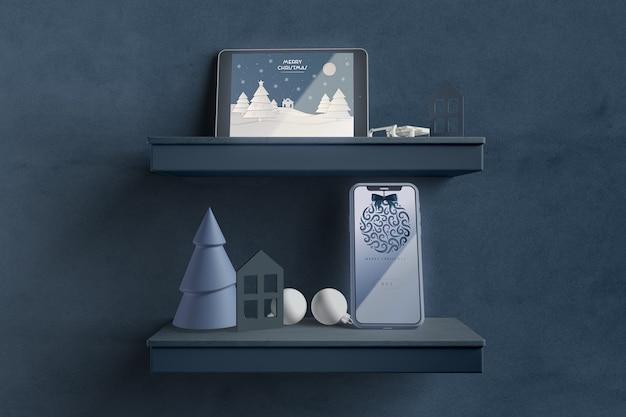 Moderne tablet op plank met kerstthema Gratis Psd