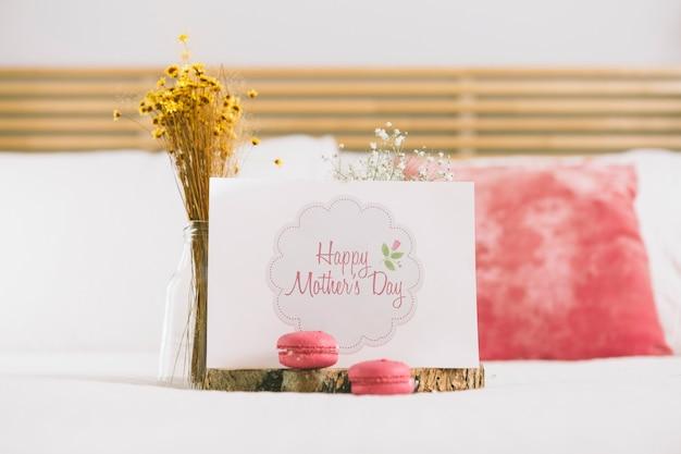 Moedersdag kaartmodel met bloemen Gratis Psd