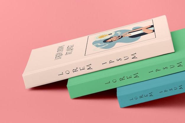Montón de diferentes maquetas de libros coloridos PSD gratuito