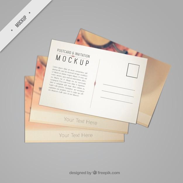 Mooie postkaart mockup met een uitstekende telefoon Premium Psd