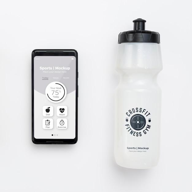 Móvil con botella de agua. PSD Premium