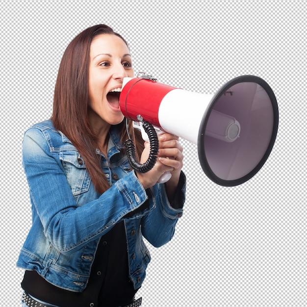 Mujer gritando con un megáfono PSD Premium