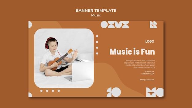 Muziek is een leuke jongen die ukelele-banner speelt Gratis Psd