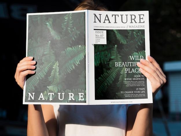 Natuurmagazine onderwerp mock-up Gratis Psd