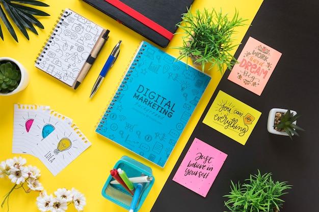 Notas Adhesivas Con Mensajes Motivacionales Y Maquetas De