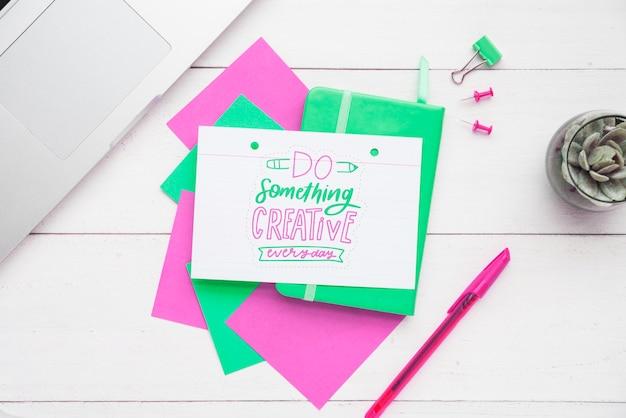 Note adesive colorate con messaggio positivo Psd Gratuite