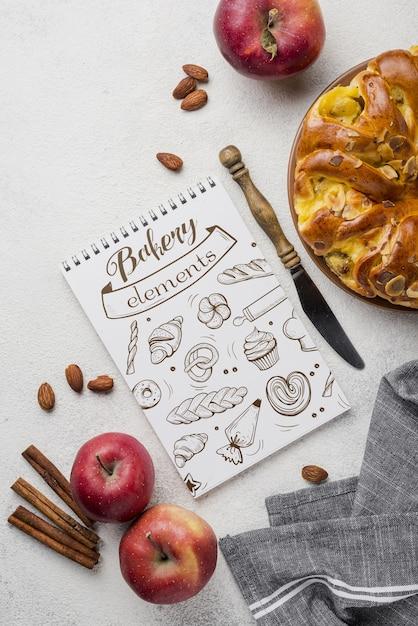 Notebook en appeltaart Gratis Psd