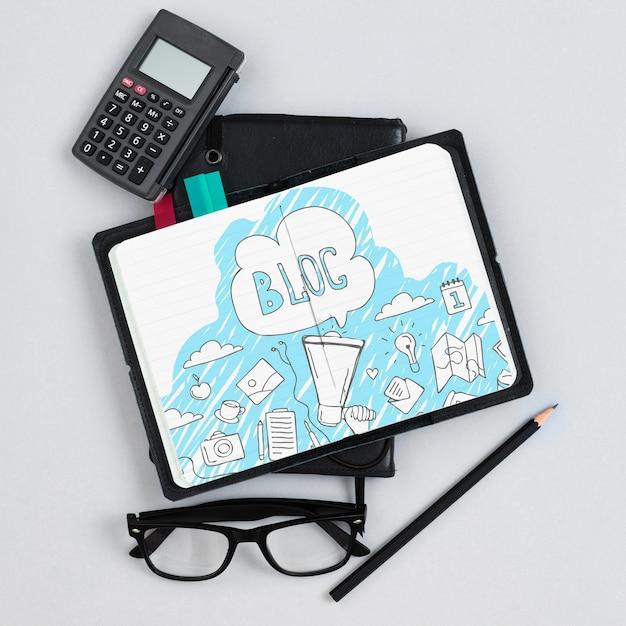 Notebook en rekenmachine in office Gratis Psd