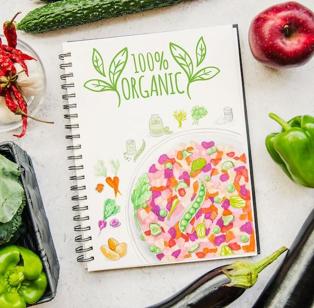 Notebook mockup met veganistisch eten Gratis Psd