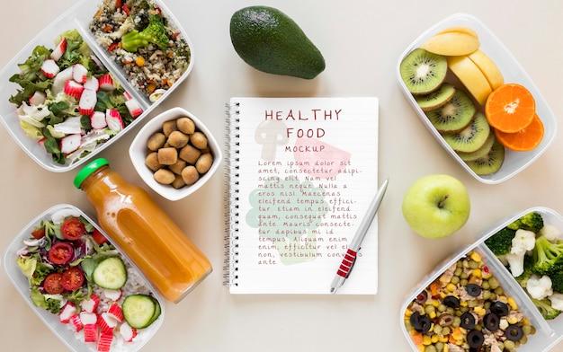 Notebook omgeven door gezonde voeding Gratis Psd