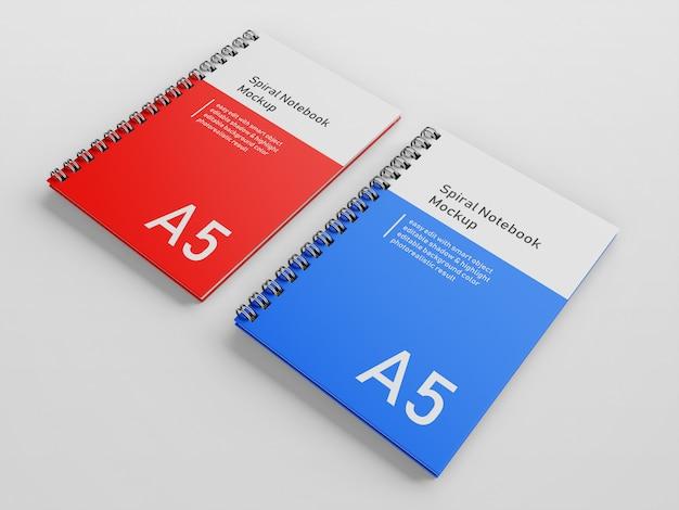 Notebook realistico azienda due copertura a spirale a spirale notebook a5 mock up modello di progettazione fianco a fianco in giusta prospettiva vista Psd Premium