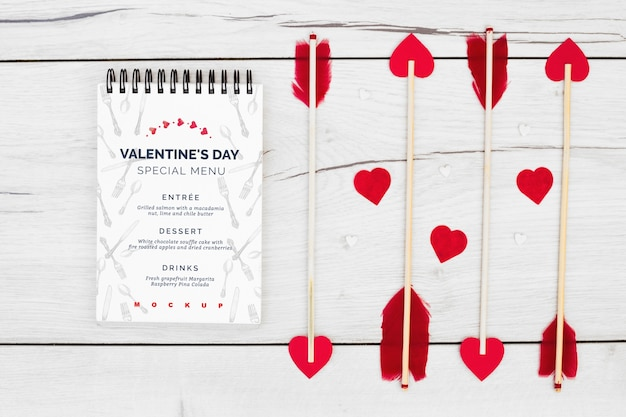 Notepad-mockup voor valentijnsmenu Gratis Psd