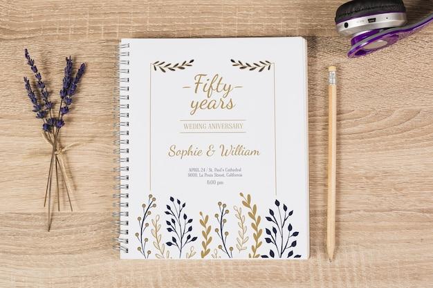 Notitieboekjedekking met bloemenconcept Gratis Psd