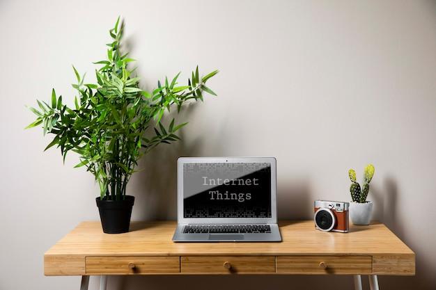 Office concept met laptop Gratis Psd