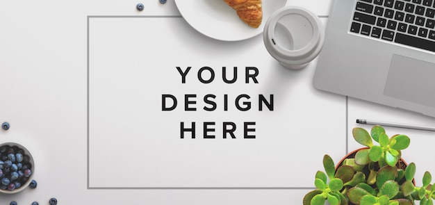 Office desktop mockup con laptop e caffè Psd Gratuite