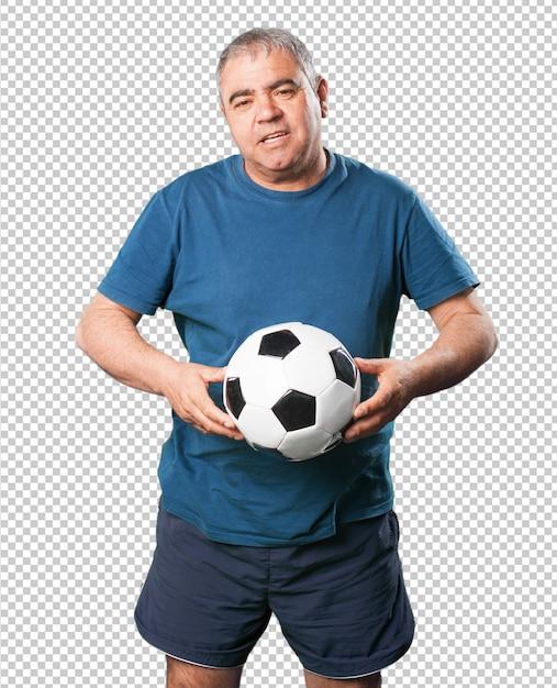 Oudere man spelen met voetbal Premium Psd
