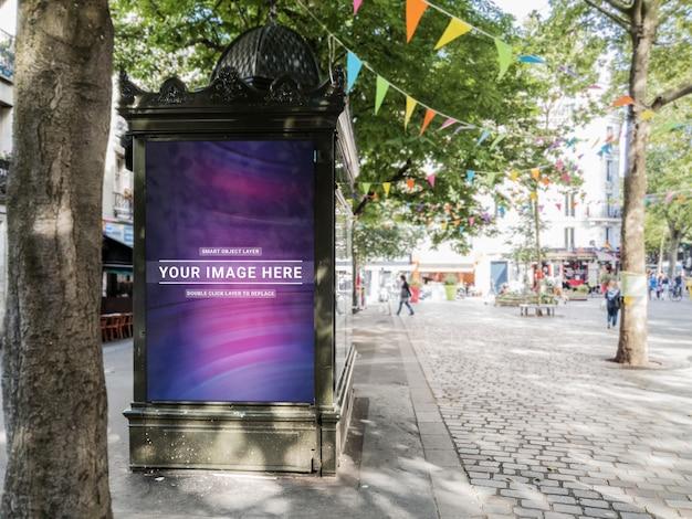 Outdoor kiosk advertentie in parijs mockup Premium Psd