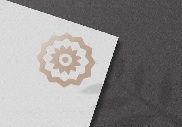 Paper logo mockup op zwarte achtergrond mockup Premium Psd