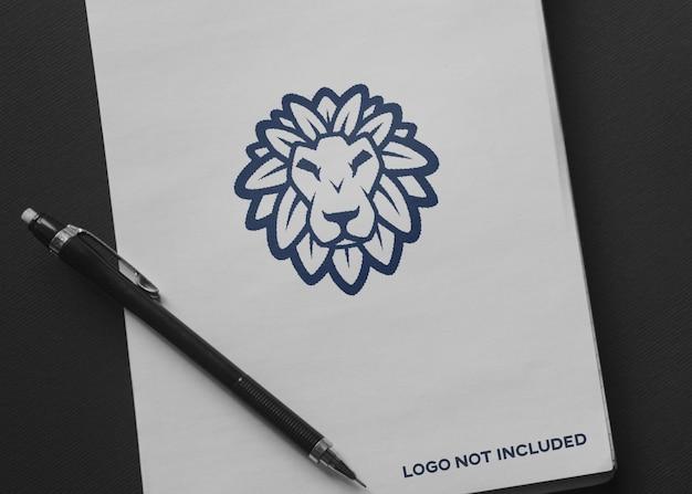 Papier met logo mockup Premium Psd