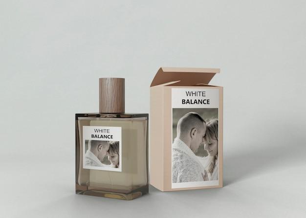 Parfumflesje naast parfumdoos Gratis Psd