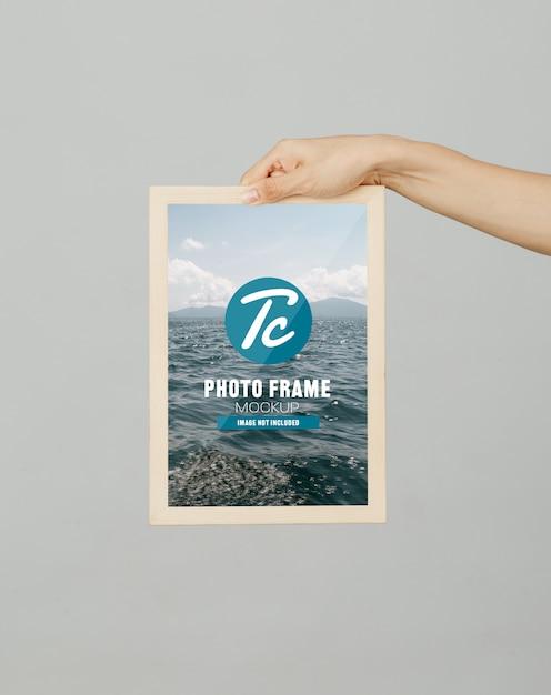 Passi la tenuta del modello del modello della struttura della foto per la vostra progettazione. Psd Premium