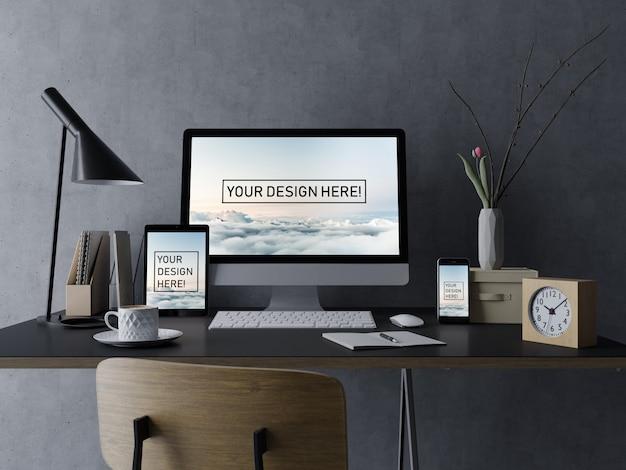 Plantilla de diseño de mock up de escritorio, tableta y teléfono inteligente premium con pantalla editable en interior negro en el lugar de trabajo PSD Premium