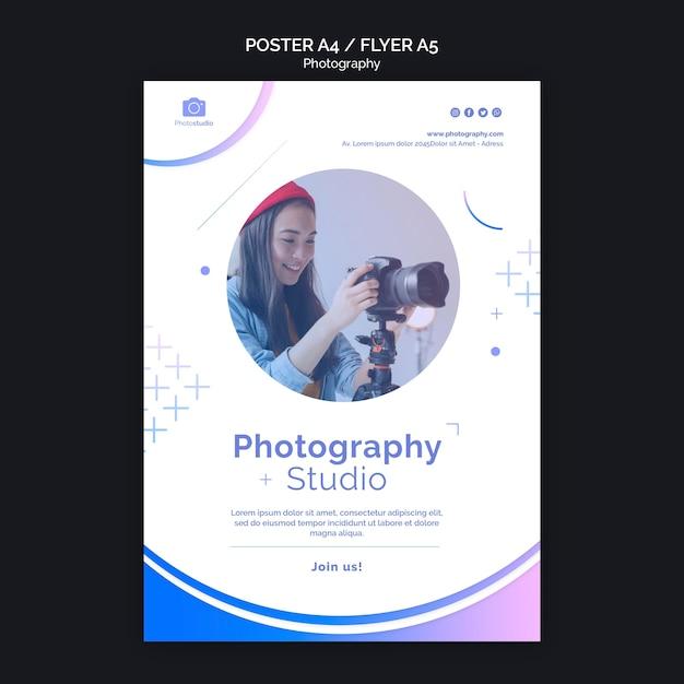 Plantilla de póster de mujer y cámara moderna PSD gratuito