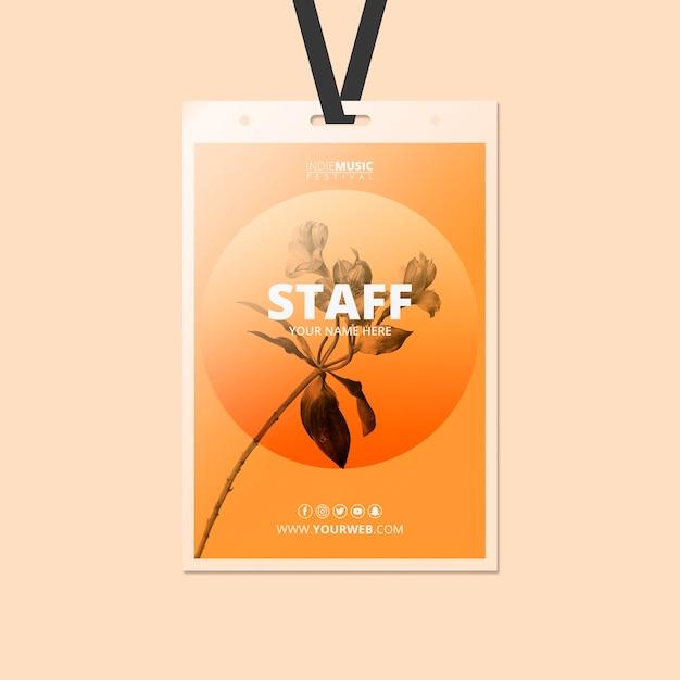 Plantilla de tarjeta de identificación con concepto de festival de primavera PSD gratuito