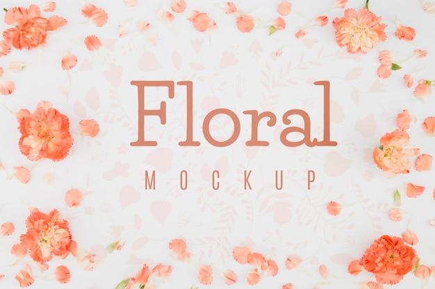 Plat lag mock-up met bloemblaadjes en bloemen Premium Psd