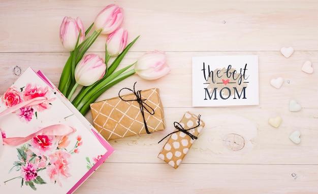 Plat lag moeders dag samenstelling met kaart mockup Gratis Psd