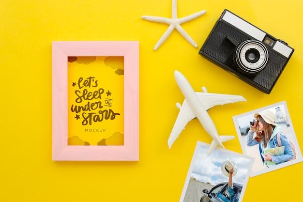 Plat lag reizen concept met oude camera Gratis Psd