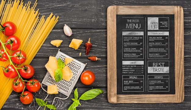 Plat lag tomaten en pasta arrangement Premium Psd