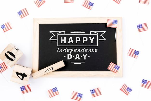 Plat leggen onafhankelijkheidsdag mockup met leisteen Gratis Psd