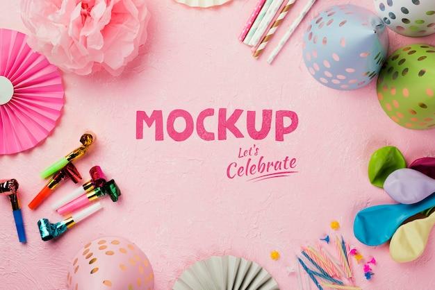 Plat leggen van verjaardag concept mock-up Gratis Psd