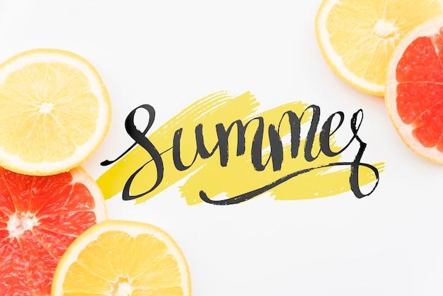 Plat leggen zomer achtergrond met exotisch fruit Gratis Psd