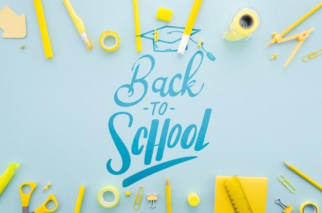 Plat terug naar school met gele voorraden Gratis Psd
