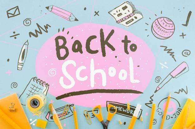 Plat terug naar school met oranje benodigdheden Gratis Psd