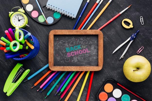 Plat terug naar school met schoolbord Gratis Psd