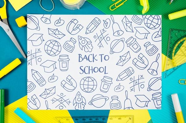 Plat terug naar school met tekeningen Gratis Psd