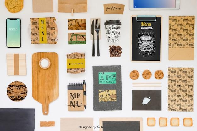 Porta via il mockup del cibo con vari oggetti Psd Gratuite